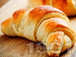 Бързи и лесни великденски козуначени кифлички от готово тесто с локум и орехи - снимка на рецептата